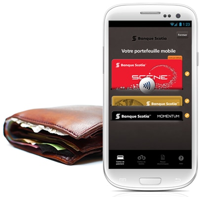 Photo d'un téléphone avec l'application scotiabank mobile wallet à l'écran